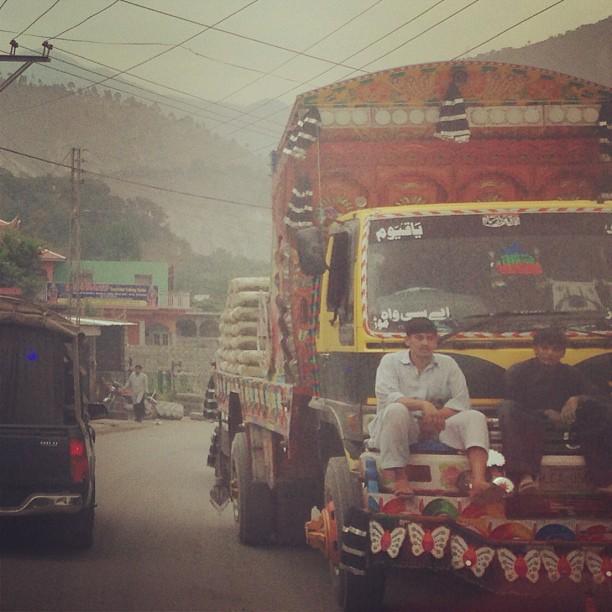 Ewahhh Kemain Ko Melepak Depan Truck Eh | Muzaffarabad, Azad Jammu Kashmir, AJK Pakistan