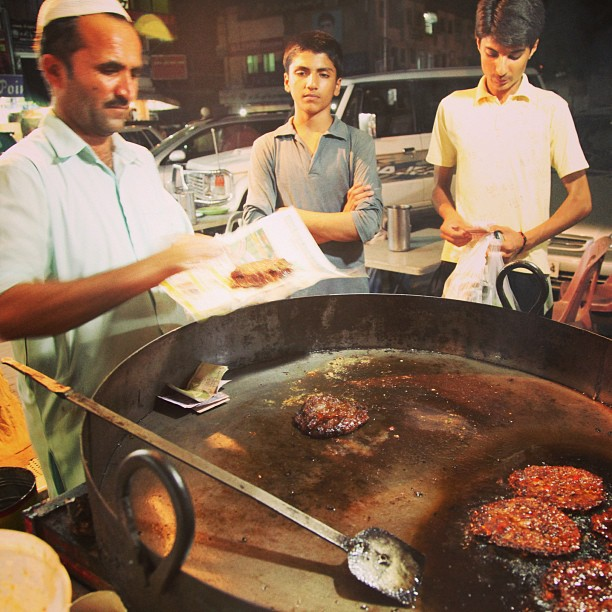 The Making of Chapali Kebab | Yang Belah Kanan Tuh Mesti Tgh Check-in 4Sq , Nak Jadi Mayor Lettew | Karachi Co, Isloo PAK