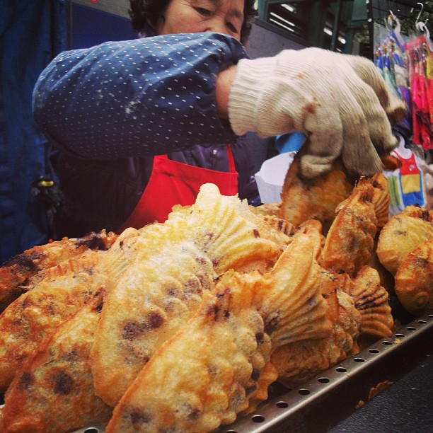 Ikan Emas Berinti Kacang Merah | Seoul, South Korea #throwback