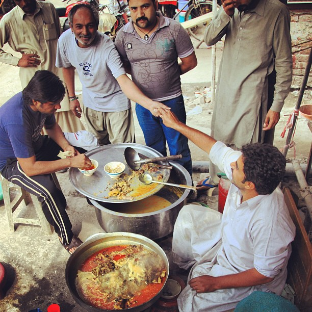 Breakfast Nihari ? | Mee Kari ? | Delhi Gate, Old Lahore City | Punjab Province, PAK