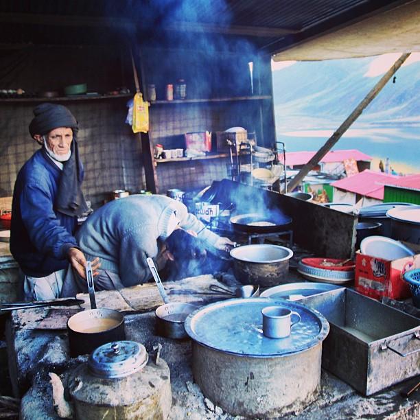 Preparing #Breakfast of Swati Pharata, Omelette & Doothpati Chai | Jheel Saif-ul Mulook | Kaghan Valley | Khyber Pakhtoonkhwa Province PAK