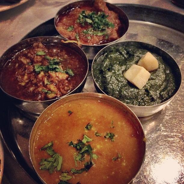 Thali | Dhaal, Brain Masala, Palak Paneer & ApaKeNamaNtah | BarBQ Tonight, Blue Area | Isloo PAK