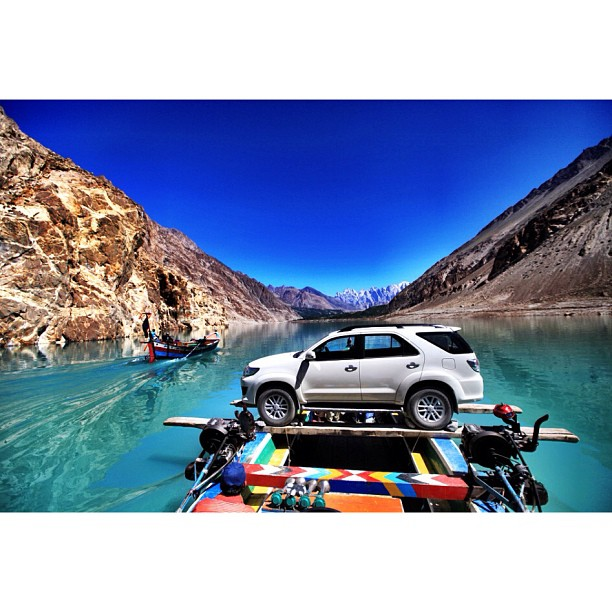 We Brought the Fortuner Inside the Wooden Boat ! | This Is The Only Mode Of Transportation Here | #Karakoram Highway Is Blocked & Underneath This 35km Long Lake | #Attabad Lake, #Hunza Valley | Gilgit-Baltistan, Northern #Pakistan