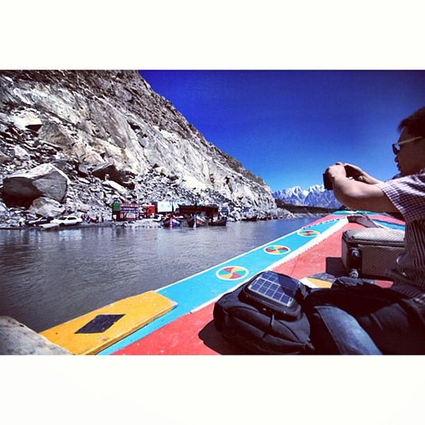 Akhirnya Sampai Jua Ke Gojal | Ewah Feng Kemain Nak Instagram Lettew | Crossing the #Attabad Lake | Near Gojal / Sishkat / Gulmit | #Karakoram Highway | #Hunza Valley | Gilgit-Baltistan, Northern #Pakistan