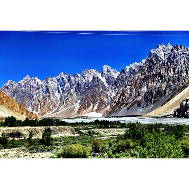 #Tupopdan @ 6,106m or #Passu Cones or Passu Cathedral | Beside #Hunza River | 15km From #Gulmit | Tehsil Headquaters of Gojal | Near Passu Glacier & South of the Tounge of Batura Glacier | Gilgit-Baltistan, Northern #Pakistan