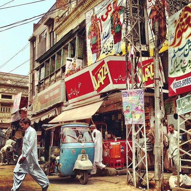 Rickshaw & Bagpipe Ads | Committee Chowk | iPhoneography | Rawalpindi, Pakistan