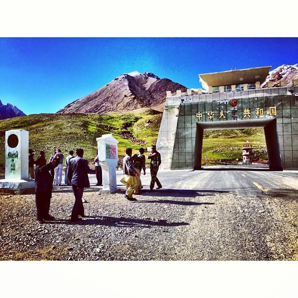 Safely Arrived & Kena Menapak Lagi 300m | Pakistan-China Border | #Khunjerab Top | Khunjerab Pass at Elevation of 4,700m | Still Snow Here & Damn Cold | #Karakoram Highway & Friendship Highway | Highest Paved Road In The World | #Gilgit-Baltistan Region | Northern #Pakistan