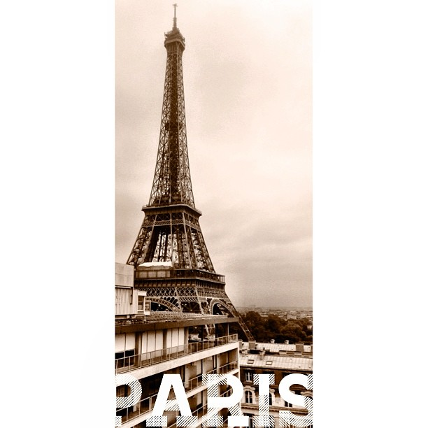 Senyum Tak Perlu Kata Apa2 w/ @erlena94 | Good Morning | #Eiffel Tower | iPhoneography | Autumn 2013 | #JJCMPaghis | #Paris, France