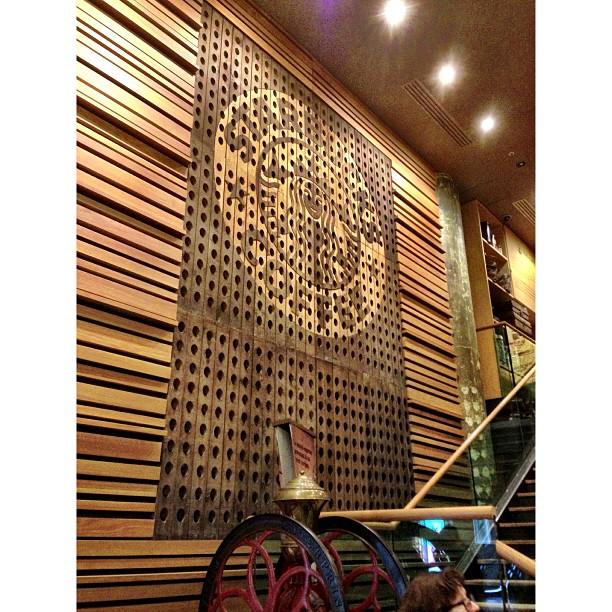 Mesin Merah Kat Bawah Tuh Dah Macam Mesin Golek Getah Keping Kan ? Hehe | Starbucks Coffee | Musee du Lourvre | #JJCMPaghis | Autumn 2013 | #Paris, France