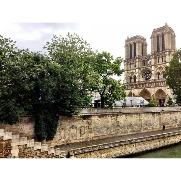 Ceq Pi Beli Nasi Kandaq Berathoq Satnaaa. Panjang Que Ni :) | Notre Dame | iPhoneography | Tourist Only | City of Love | #JJCMPaghis | Paris, France (at Cathédrale Notre-Dame de Paris)