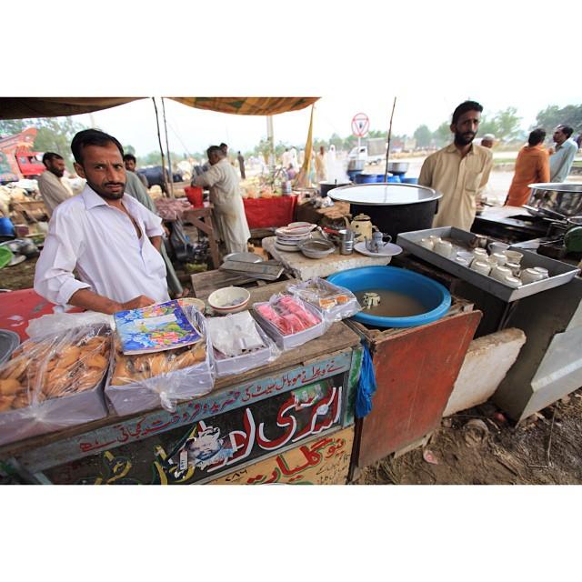 Chai Walla | #Bakra Mandi | Near #Sabzi Mandi I10 | Aidiladha 2013 | #Islamabad, Pakistan