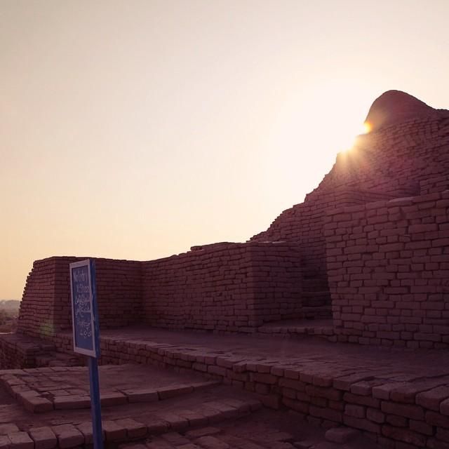 Back to the Ancient Times of Indus Civilisation | Autumn 2011 | #PanasSiot #SejarahBukuTeks #Throwback #SerikTakNakPegiLagi #CukuplahSekali #MakeUpMelted #iPhoneShutdown #51'cAdjer #GalaxySCair | Mohenjo-Daro Ruins. Mohenjo-Daro | Near Larkana | Sindh Province, Pakistan