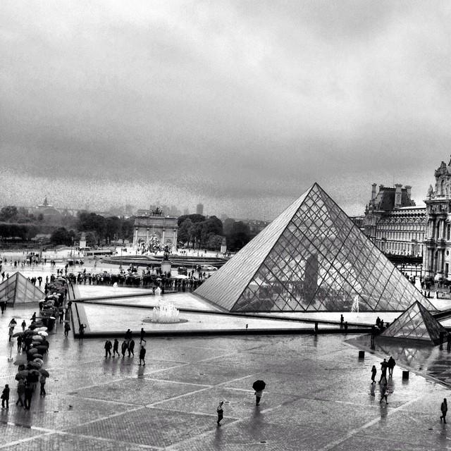 Pyramide du #Louvre | Cour Napoleon | Palais du Louvre | 1989 | #Throwback #JJCMPaghis #Autumn2013 | Musee du Louvre | #Paris | #France
